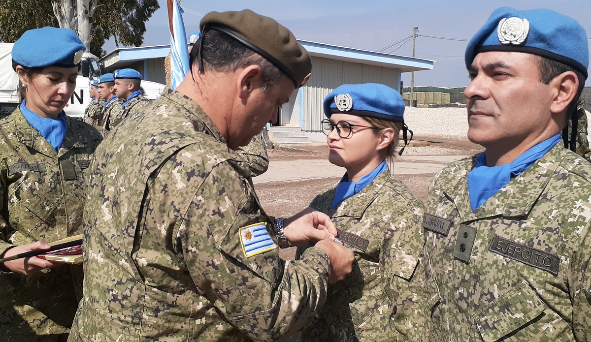 General Feola Paz Uruguay presenting UN Peace Keeping Medal to UMIC member.