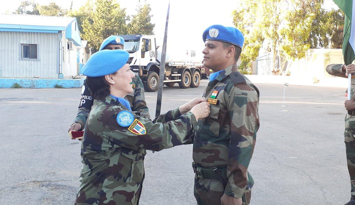 A/FC UNDOF Brig Gen M O'Brien presents Maj Mohit Jatain with his UNDOF Medal