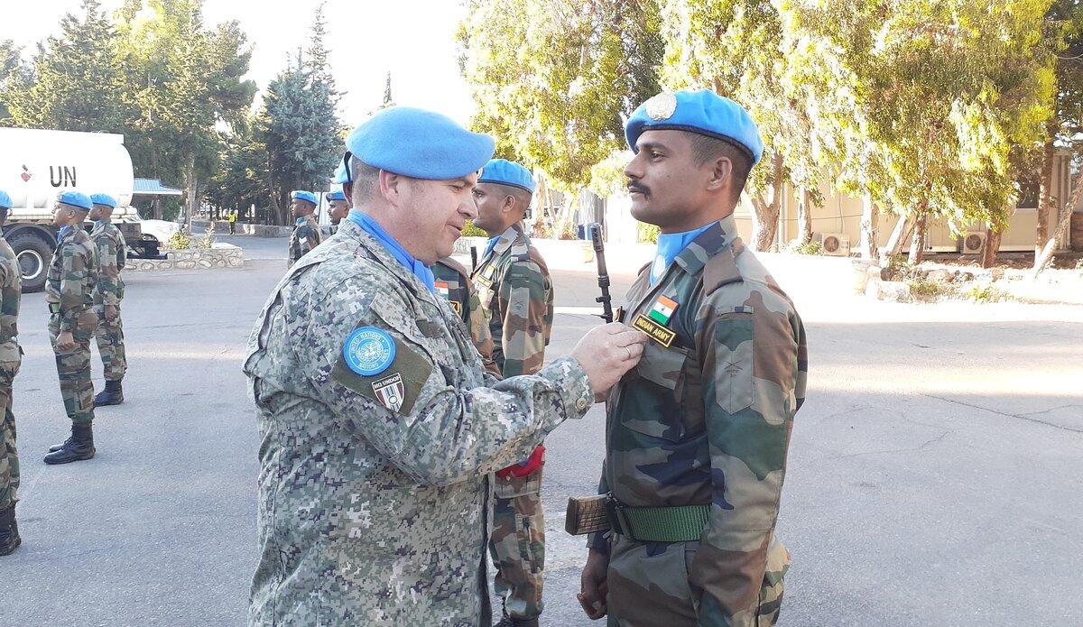 COS UNDOF Col Martin Alvarez presenting UNDOF Medal to INDCON personnel.