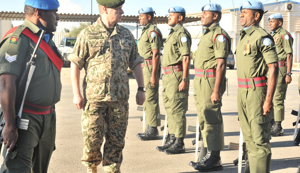 Finnish Delegation Lt Gen Eero Pyotia inspect the Guard of Honour