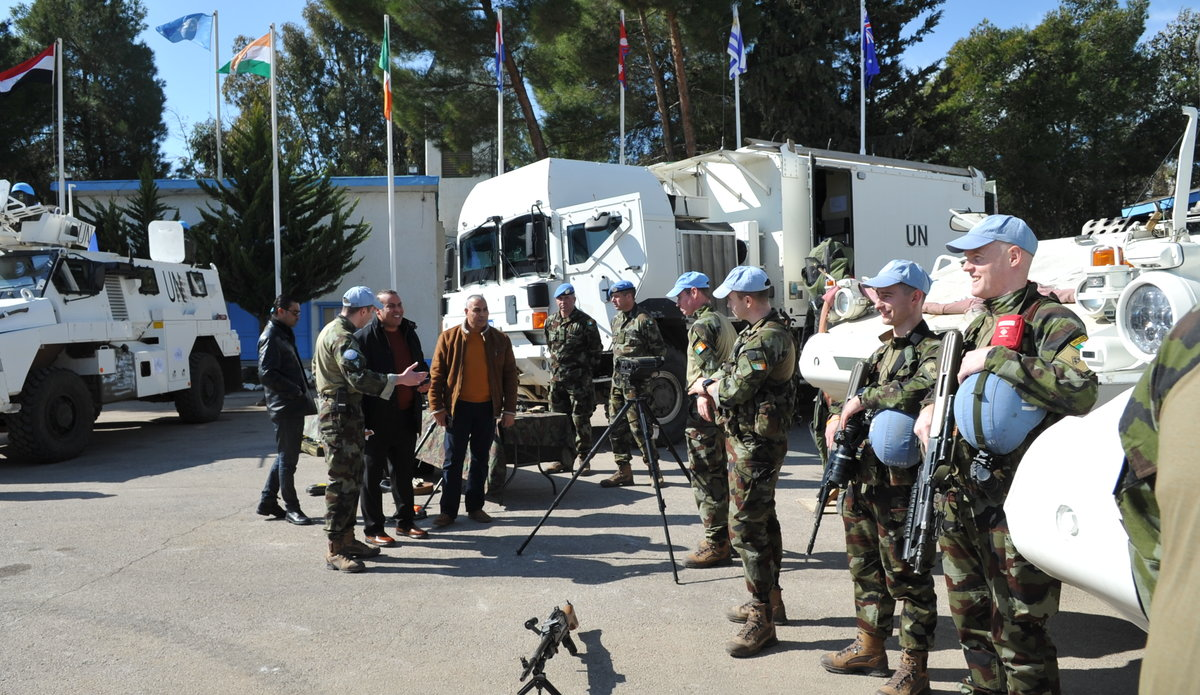 Delegates are given a demonstration and capability display by Peace Keepers from FRC Irish Contingent FRC.