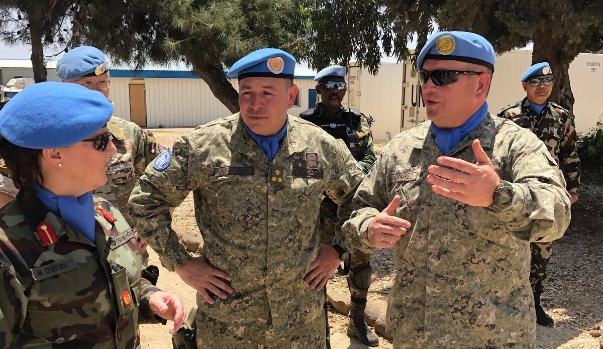 Chief of Staff UNDOF Col M Alverez gives A/FC UNDOF Brig Gen M O Brien a briefing during the A/FCs visit to Posn 80