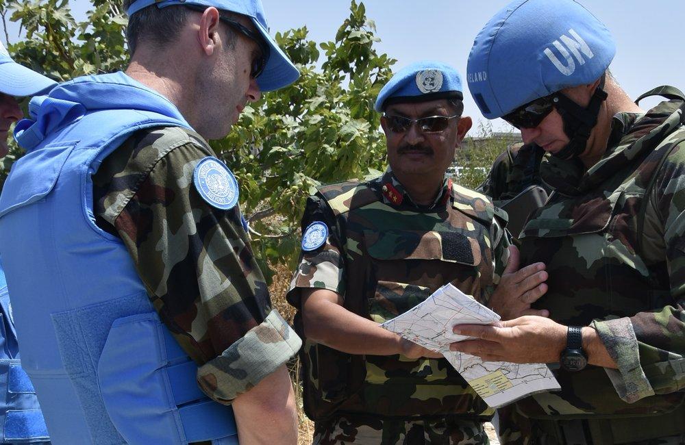 F/C UNDOF ,COO UNDOF Lt Col O Clear and O/C FRC Lt Col L Flynn Discussing the Recce to UNP58