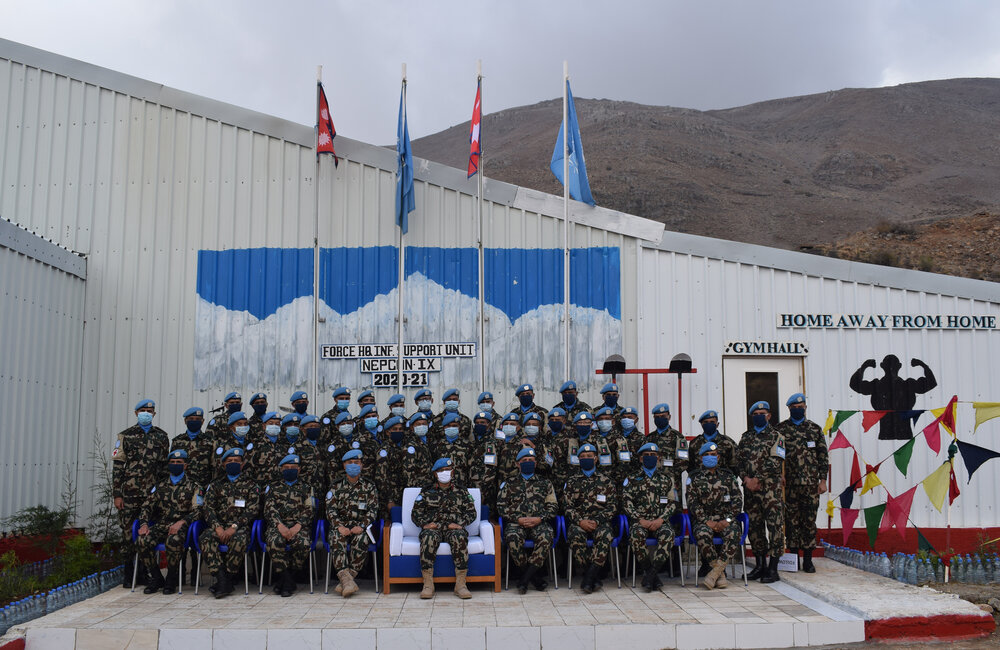 NEPCON Troops pause for a group photo with Lt Gen Ishwar Hamal, UNDOF FC, in UNP12