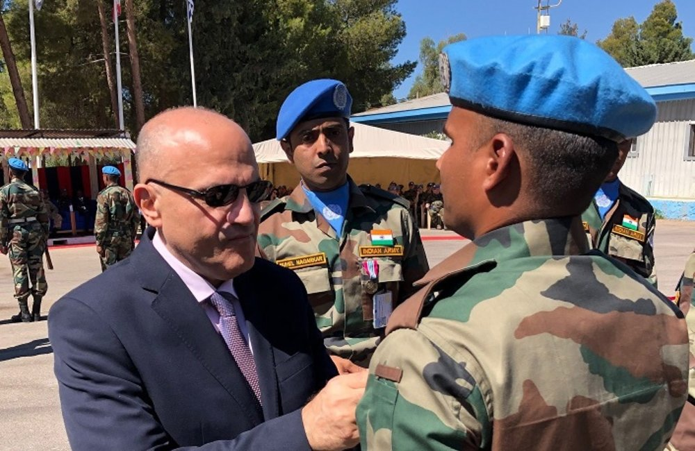 SSAD presents members of IND LOG COY with their UNDOF Medal