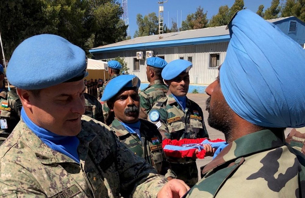 COS UNDOF presents members of IND LOG COY with their UNDOF Medal