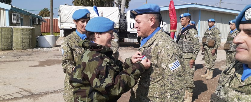A/FC UNDOF Brig Gen M O Brien presents Officer Commanding UMIC Lt Col Ramirez with his UNDOF Medal